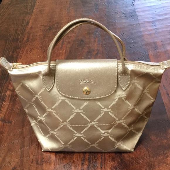Longchamp Handbags - Longchamp Le Pliage top handle ce773f7f2e2e4